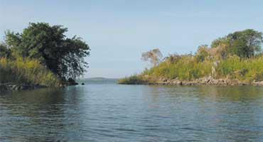 ケニア・ウガンダ・タンザニアに囲まれ、面積は6万8,000平方メートルにも及ぶアフリカ最大の湖、ビクトリア湖