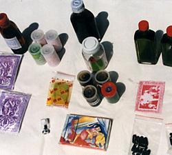 沖浦氏がインドネシアの各地方え購入してきた薬(香具師が売っていた万能薬と精力剤)