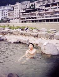 下呂温泉(岐阜県)の野天風呂にて<写真提供:松田忠徳氏>