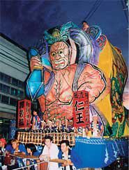 岩手県大迫町のあんどん祭り。山車は大迫力<写真提供:大石泰夫氏>