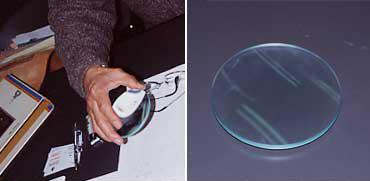 山口氏愛用の道具「拡大レンズ」。古道具屋で見つけたルーペの枠を取り外したら、より携帯性が高まったとのこと。「人間だけでなく、身の回りのものへの愛着はそれを深く理解することから始まる」のだそう