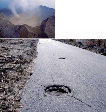 2000年に大噴火した三宅島。頂上は大きく陥没し、アスファルトの地面に穴が空くほどの火山弾が飛んできた(写真提供:井田喜明氏)