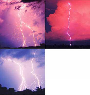 いずれもオーストラリア・ダーウィンでの落雷の様子。世界中で毎秒100個の落雷があるといわれている(写真提供:河崎善一郎氏)