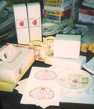 リンゴの紙でつくったさまざまな製品
