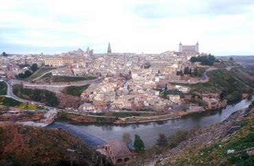 いにしえの姿を残す古都トレド。中央に見える塔は支倉らが訪れたカテドラル教会
