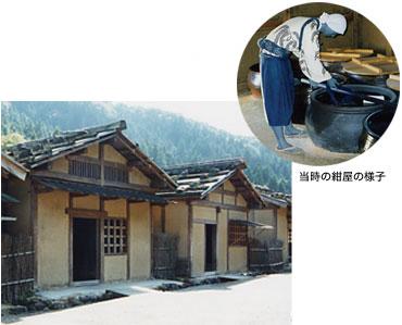 復元された町屋は、日本初の原寸大模型。ほとんど町屋に見世棚があったといわれており、その職種は紺屋や鍛冶、鋳師、大工などが多かった