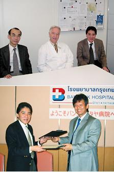 (上)スイス・チューリッヒにて。旅行協力関係締結敷きの様子 医学の創始者、チューリッヒ大学・ステフェン教授と。<br>(下)バンコクにて。「タイ・バンコクパタヤ病院」との協力関係亭krつ敷きの様子(写真提供:濱田篤郎氏)