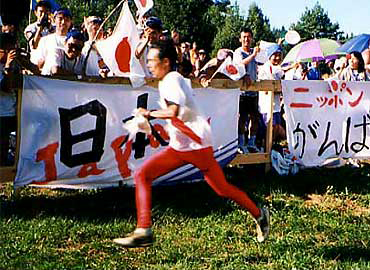 1997年にノルウェー(グリムシュタ)で開催されたオリエンテーリング世界選手権ショート競技で、村越先生は日本人として唯一予選を通過。写真は、決勝のゴール付近(写真提供:村越真氏)
