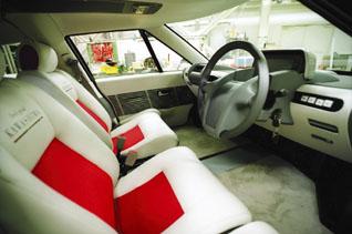 「エリーカ」の車内。バッテリーが床下にあることで、フラットな空間を実現<写真提供:清水 浩氏>