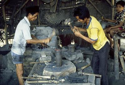 アジア各地の鍛冶屋(ジャワ島・西ジャワ)