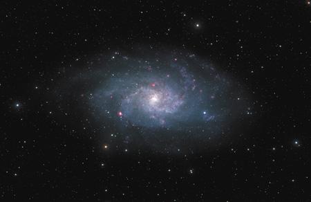 すばる望遠鏡により撮影された「さんかく座星雲」の全体像