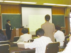 寝たきり予防の重要さを啓蒙するため、アンチエイジング教室を無料で開催している<写真提供:近藤祥司氏