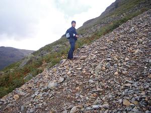 石斧の原産地を訪ね、北イングランドの山岳地帯を探索する様子(写真提供:松木武彦氏)