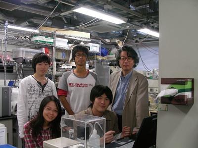都甲研究室の学生さん達と(写真提供:都甲 潔氏)