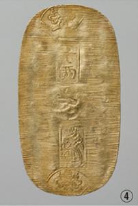�は、江戸時代の小判「慶長小判」<写真提供:日本銀行金融研究所貨幣博物館>