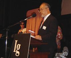 2003年にイグ・ノーベル賞を受賞した廣瀬氏。同賞は人を笑わせ、考えさせるユニークな研究に与えられる。廣瀬氏は「石川の鳥達に感謝したい」とスピーチし会場を沸かせたとか<写真提供:廣瀬幸雄氏>