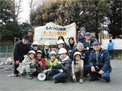 永田氏は「特定非営利活動法人ものづくり教育たたら」の理事長を務めており、子どもたちにたたら教室を開いている<写真提供:永田和宏氏>
