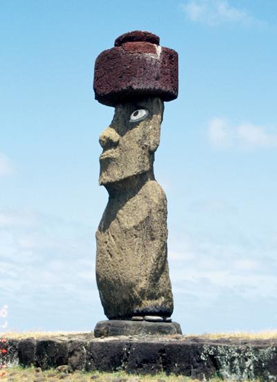 先住民であるポリネシア人が、イースター島に定住し、モアイ像をつくった<写真提供:片山一道氏>